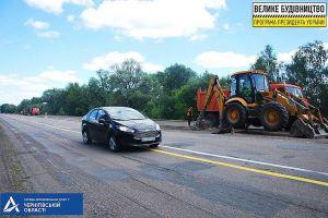Чернігівщина: Трасу ремонтують азербайджанці, контролюють корейці