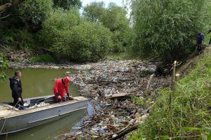 На Закарпатті очищають русла річок