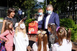 Винницкие первоклассники-сироты получили подарки