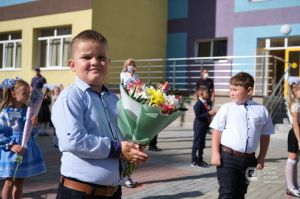 Поврежденная обстрелами Селидовская школа снова открыла двери