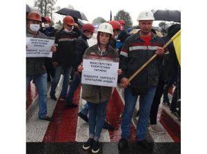 Шахтеры в знак протеста остаются под землей