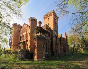 Чтобы спасти старинный замок в селе Леськово, предлагают создать в нем музей истории украинского войска
