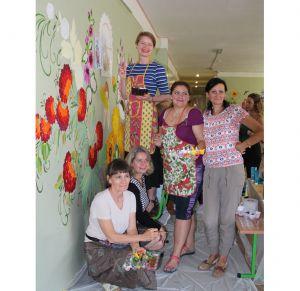 Київ: Сумні стіни оживили старовинним орнаментом