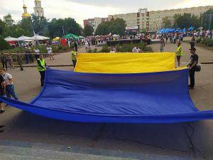 Донецкая область: Праздничный полет огромного флага повторил рекорд