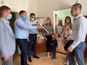 Львовщина: Семья атошника  празднует новоселье