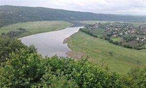 Прикарпаття: Дністровський каньйон перетворився на великий смітник