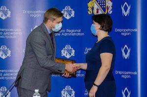Дніпропетровщина: Найкращим видали  по п'ятнадцять тисяч
