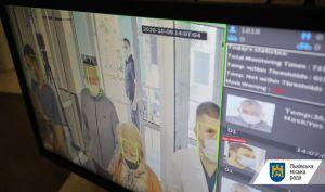 Львів: При вході в лікарню — температурний контроль