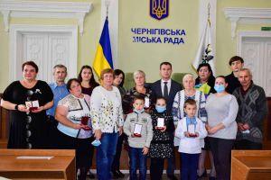 Чернігів: Вручили нагороди та додали виплати