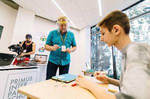 Херсонщина: Не школа, а «ферма роботів»