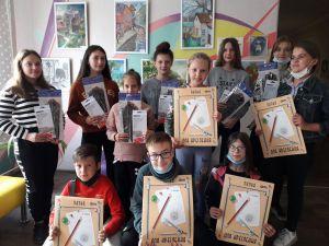 Юные художники востока и запада провели пленэр