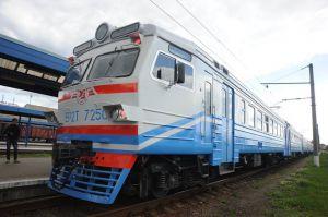Курсуватимуть додаткові приміські поїзди
