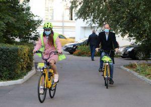 Чиновники пересідають на службові... велосипеди