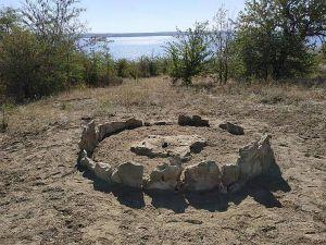 Херсонщина: Собственный «стоунхендж» возвратили из седой древности