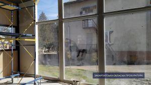 Ужгород: Нагрів руки на будівництві