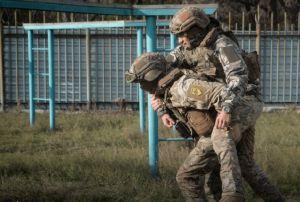 Донеччина: Зберегти життя собі та бойовому побратиму