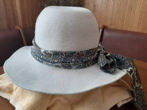 Стильні капелюшки знову в моді