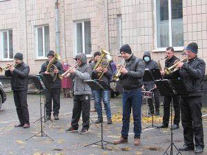 Рівненщина: Для медиків заграв оркестр