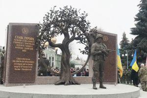 Черкассы: По эскизу дочери погибшего воина открыли мемориал