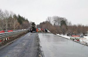 Луганщина: Мост ремонтируют круглосуточно