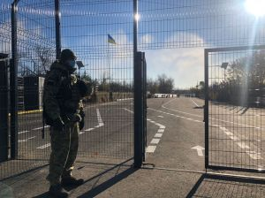 Луганщина: Продолжают блокировать движение через КПВВ «Золотое»