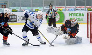 Хокей: «Сокіл» у гостях здолав чемпіона