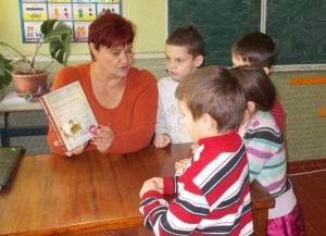 Черкасчина: Раздали книги о Василии Стусе