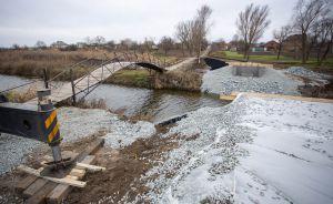 Днепропетровщина: Вместо старого мостика — переправа