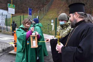 Вифлеемский огонь доставят в церкви