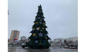 Черкассы: Главную елку украсили амулетами от... сглаза