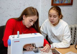 Днепр: Швейные машины — юным модельерам