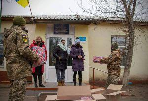 Луганщина: Привітали ровесників із прифронтового селища