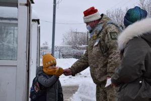 Луганщина: «Камуфльований Санта» допоміг повірити в дива