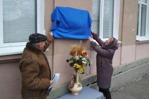 Днепропетровщина: В гимназии  открыли доску  герою