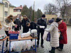 Львів: Святкові обіди для бездомних