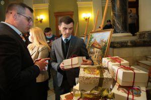 Львів: На виставці збирають кошти  для онкохворих дітей