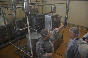 Виробники молока на Рівненщині повертаються до пляшки