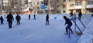 Донеччина: У Покровську облаштували ковзанку