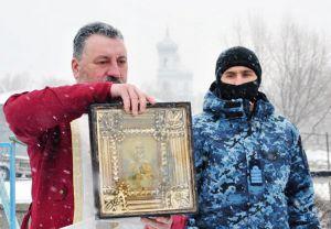 Черкассы: Корабль морской охраны освятил капеллан