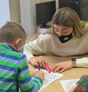 Хмельницький: Маленьких пацієнтів оздоровлюють мистецтвом
