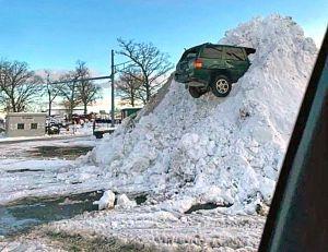 За сутки из Киева вывезли 4 тысячи тонн снега и... одно авто