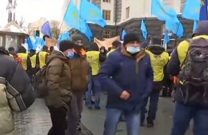 Київ: Під Кабмін вийшли залізничники