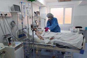 Прикарпатье: Пациенты крайне тяжелые, медики истощены
