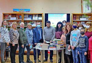 Книжки від благодійників поповнили бібліотеку на Сумщині