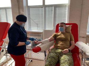 Пограничники Луганского отряда откликнулись на просьбу сдать кровь