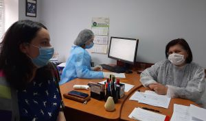 Прикарпатье: Медики с опаской ждут новую волну заболевания после майских праздников