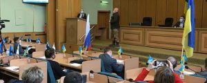 В Славянске, как и в 2014 году, в горсовет принесли  российский триколор...
