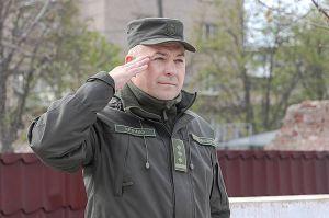 В Мариуполе командир простился с Боевым знаменем