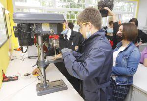 Школярам Дніпра відкрили доступ до практики