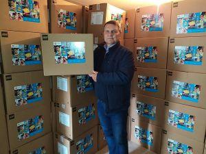 Ученикам Луганщины передали наборы LEGO PlayBox